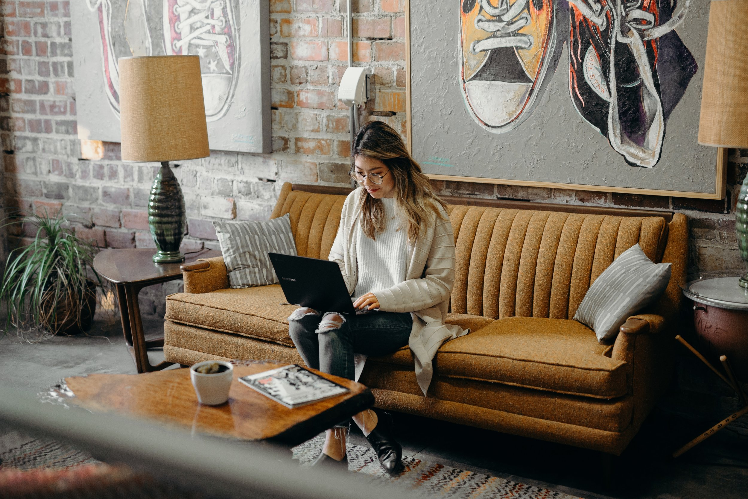 Is there a way to balance full time and several side hustles? | photo via Unsplash  Brooke Cagle