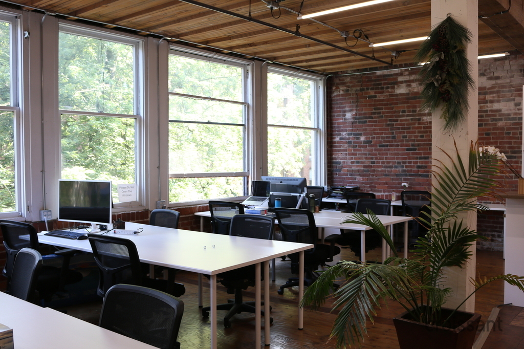 7 Gate Hub is located in the heart of Gastown in Vancouver close to many restaurants and local cafes