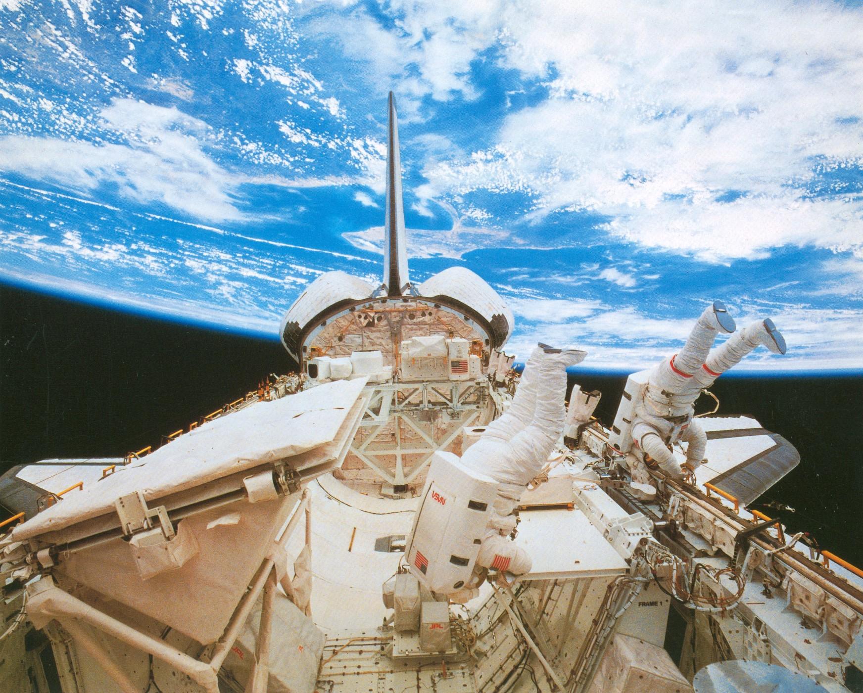 Challenger flight 41g 10 5 1984.jpg