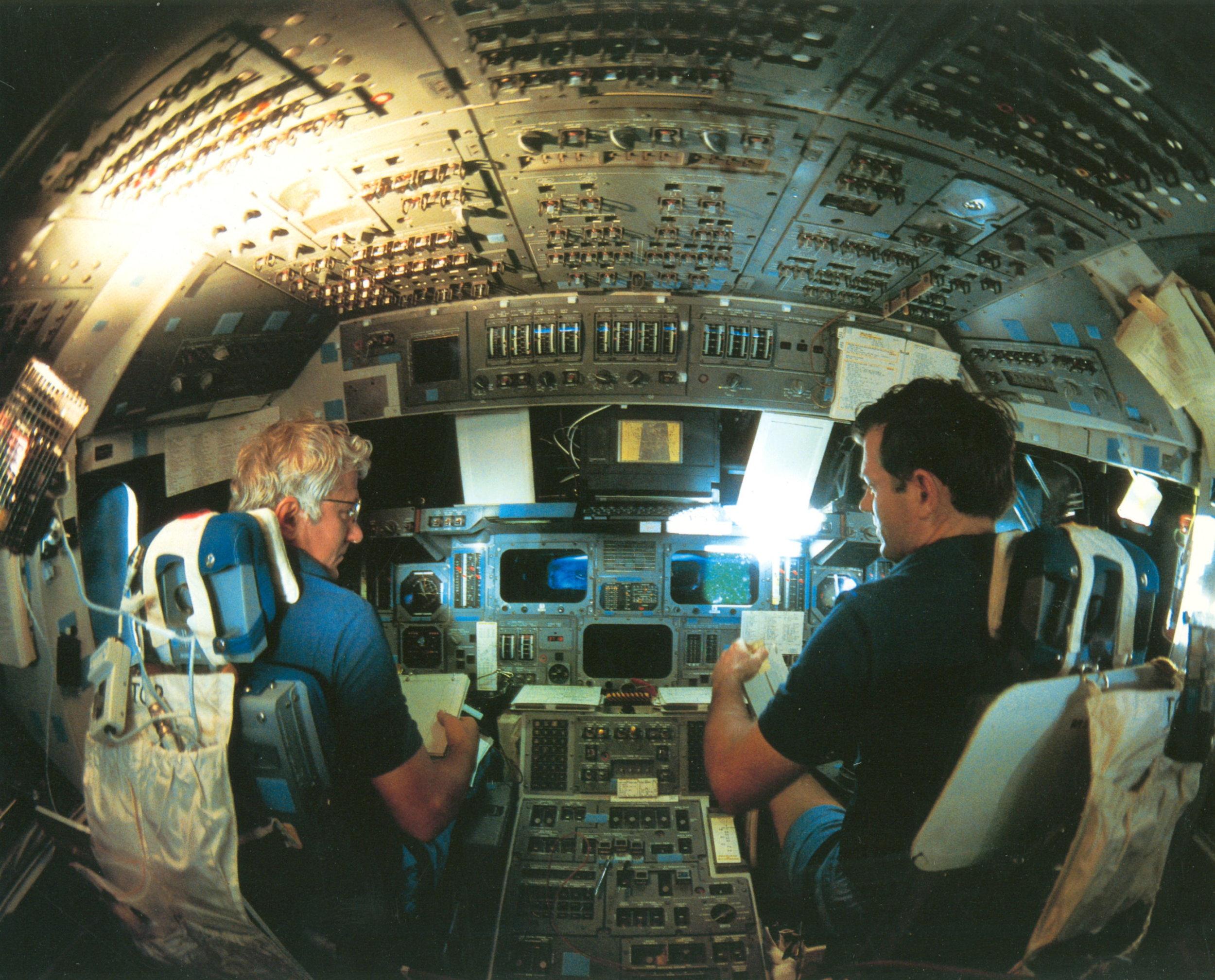 Discovery flight 41d 8 30 1984.jpg