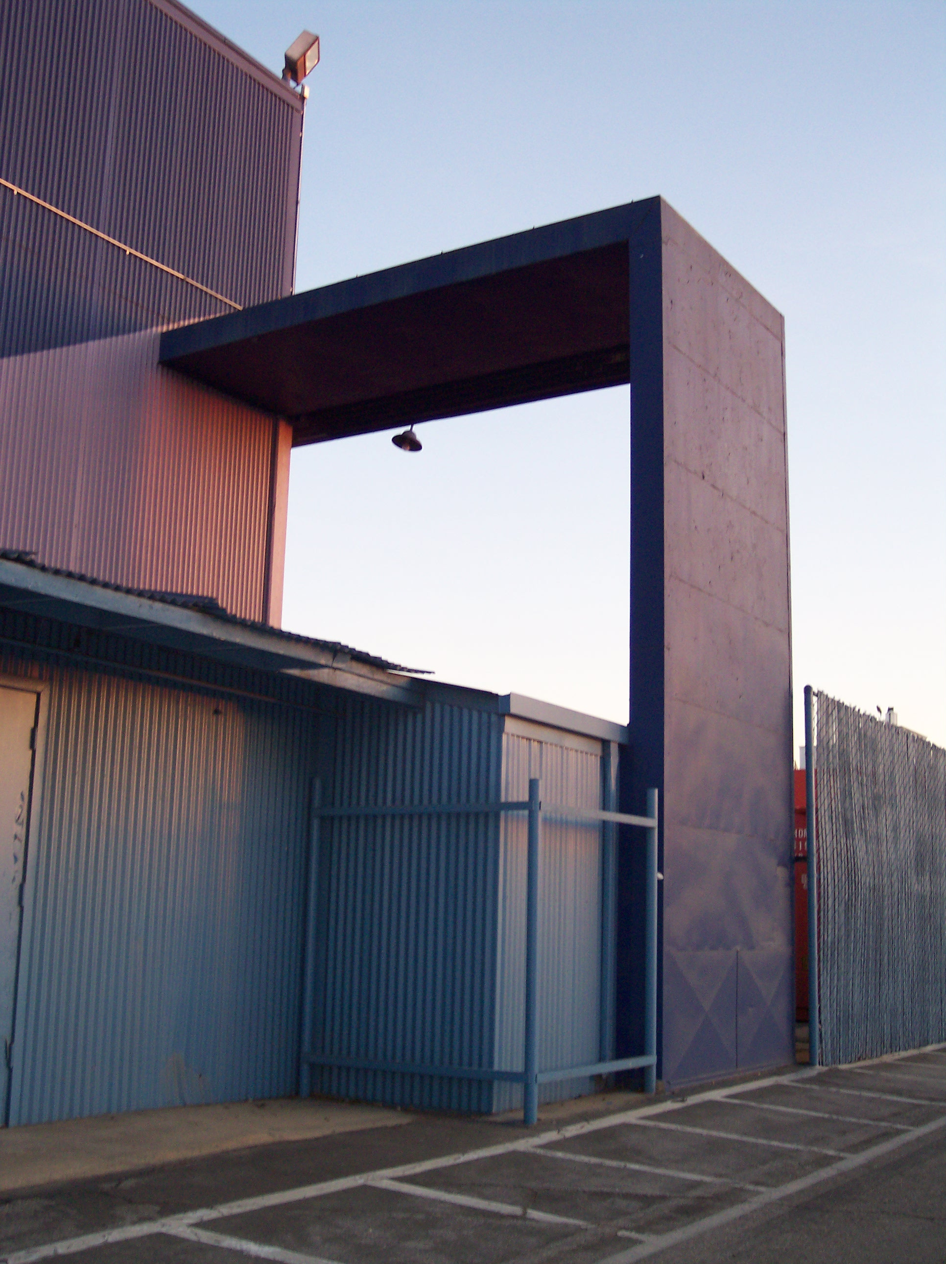 Vultee arch at Downey Studios- Photo- Larry Latimer