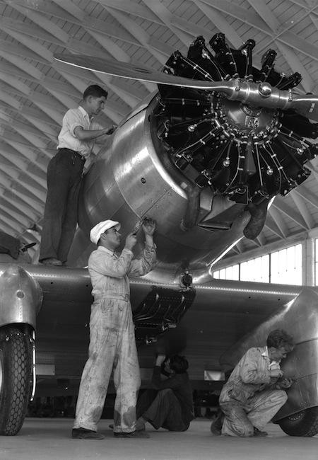 Building a Northrop Delta, 1933.