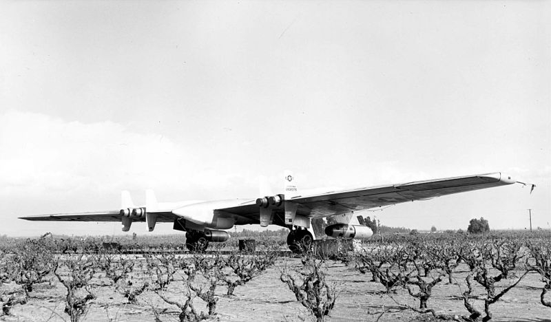 YRB-49A_with_its_eight_engines_replaced_with_six.jpg