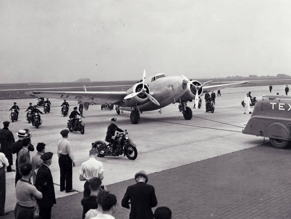Photograph_of_Howard_Hughes_in_New_York_July_14_1938.jpg