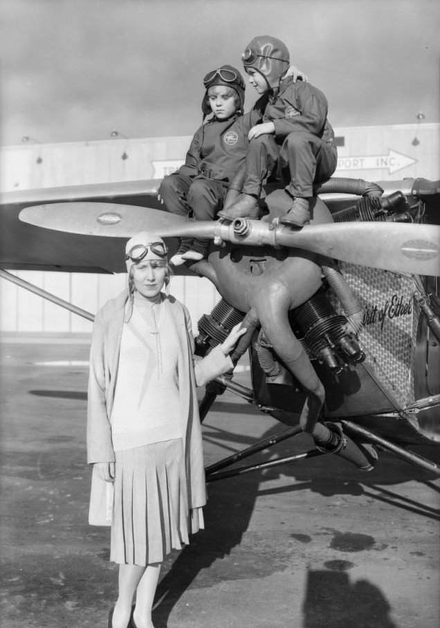 Dr. T.C. Young's airplane at Glendale, CA, 1930 3.jpg