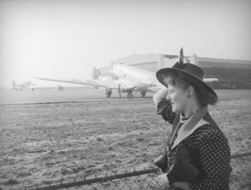 Ethel Schultheis, Grand Central Air Terminal 1937.jpg