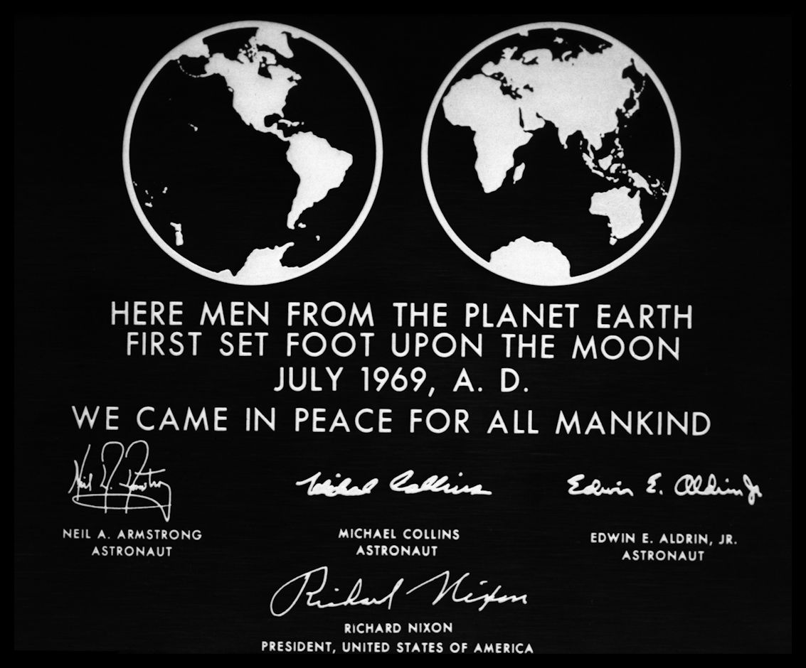 Apollo 11 plate- Image NASA