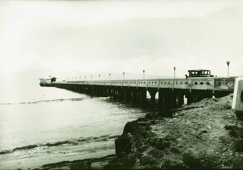 Historical photo of the original Mala Wharf.  photo cred: totakeresponsibility.blogspot.com/2013/08/