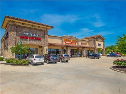 Marcus & Millichap  has sold a 37,000-square-foot Overland Park retail center for $12.2 million, or approximately $322 per square foot. Anchored by Costco, Southridge is located at 12090 Metcalf Ave. in Overland Park in the 119th street corridor.