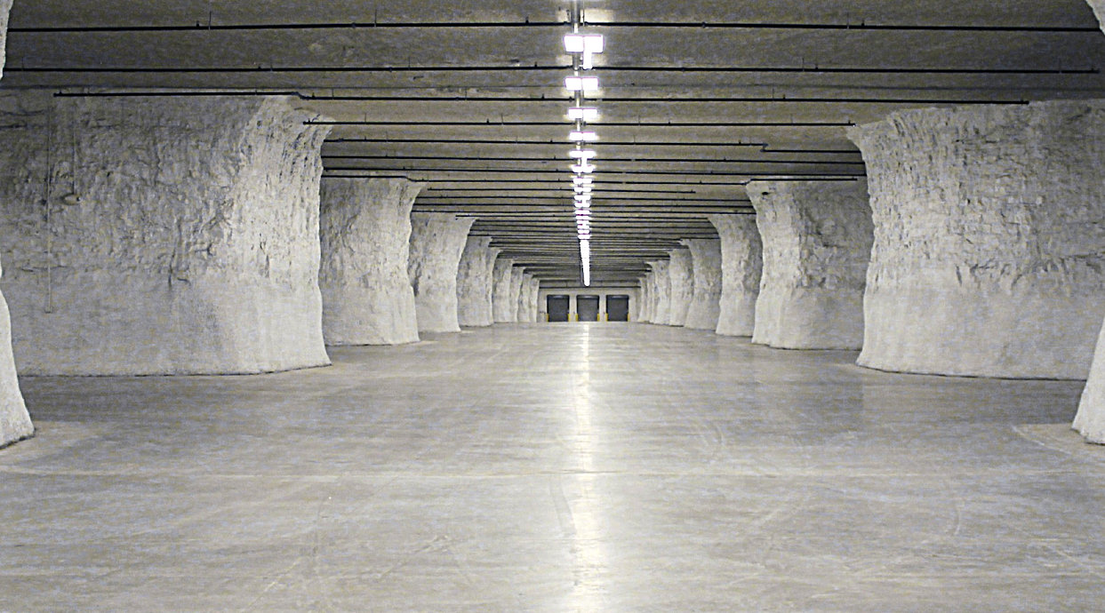 In 2014, Hunt Midwest inked a deal with Food Service Warehouse a 475,000 square foot underground warehouse in Subtropolis.