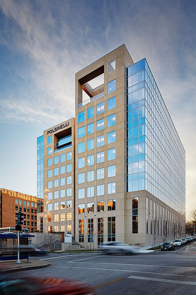 Polsinelli debuted its Plaza Vista project, 900 W. 48th Street, in November 2013. The 235,000-square-foot office can house up to 450 employees.