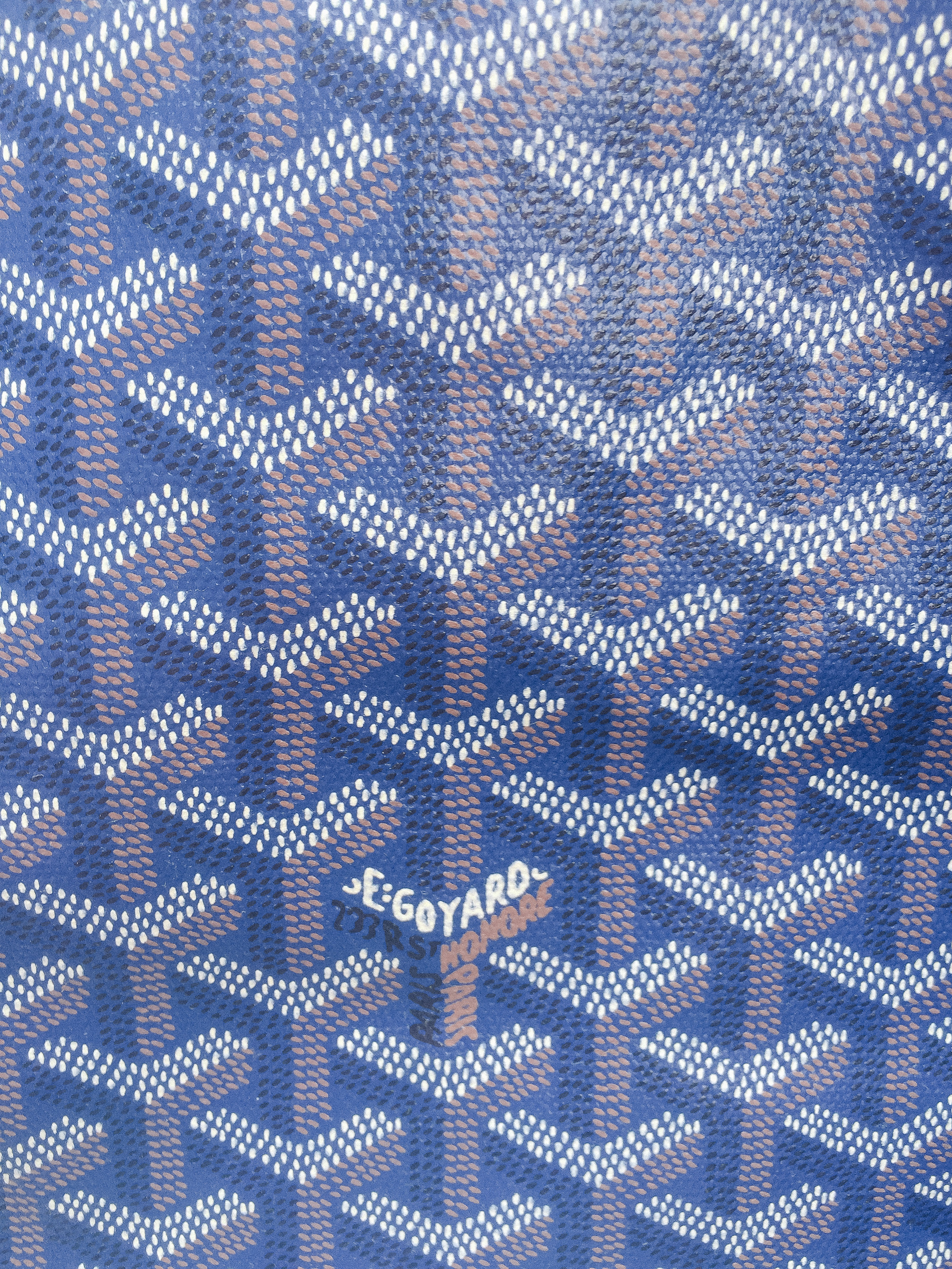 "#2 indication this bag is fake: The color. You may be saying to yourself ""this fake bag is the same color as the real trunk below- what gives?"" You are right, however, the St. Louis Goyard bag comes in a darker blue which is almost a navy color."