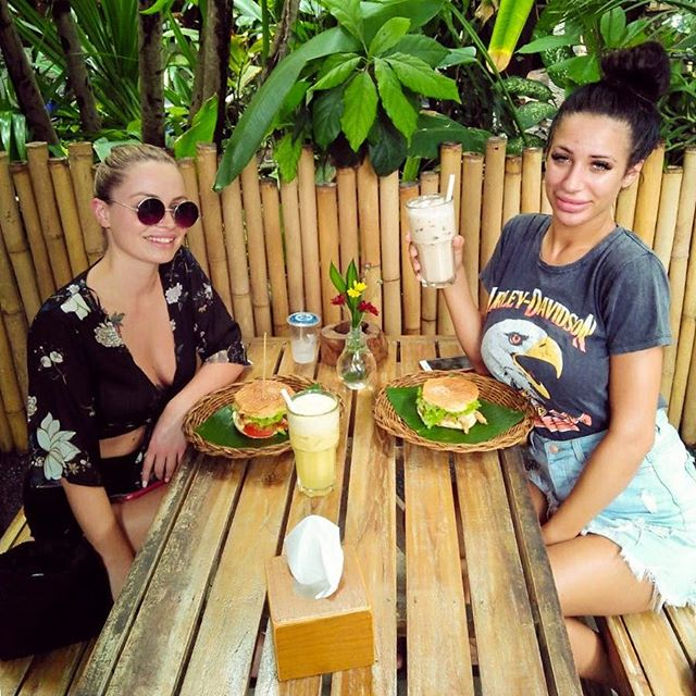 Don't let the cloud hide your smile 😊😍 @chloe.damiani @iambacardibree thanks for stopping by, have a lovely weekend!! 💃🏻🥂 #SwichPower #Swich #SwichBali #SwichSandwiches #Fresh #Healthy #Sandwiches #Juices #Seminyak #Legian #Brawa www.swichbali.com