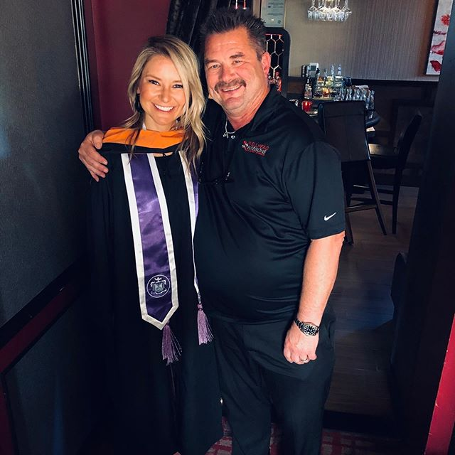 My Dad fought long and hard to keep his flip phone so he sure as heck doesn't do social media, but I'll share a pic either way 🙃. My work ethic and squinty eyes are all because of him. 🤣💯