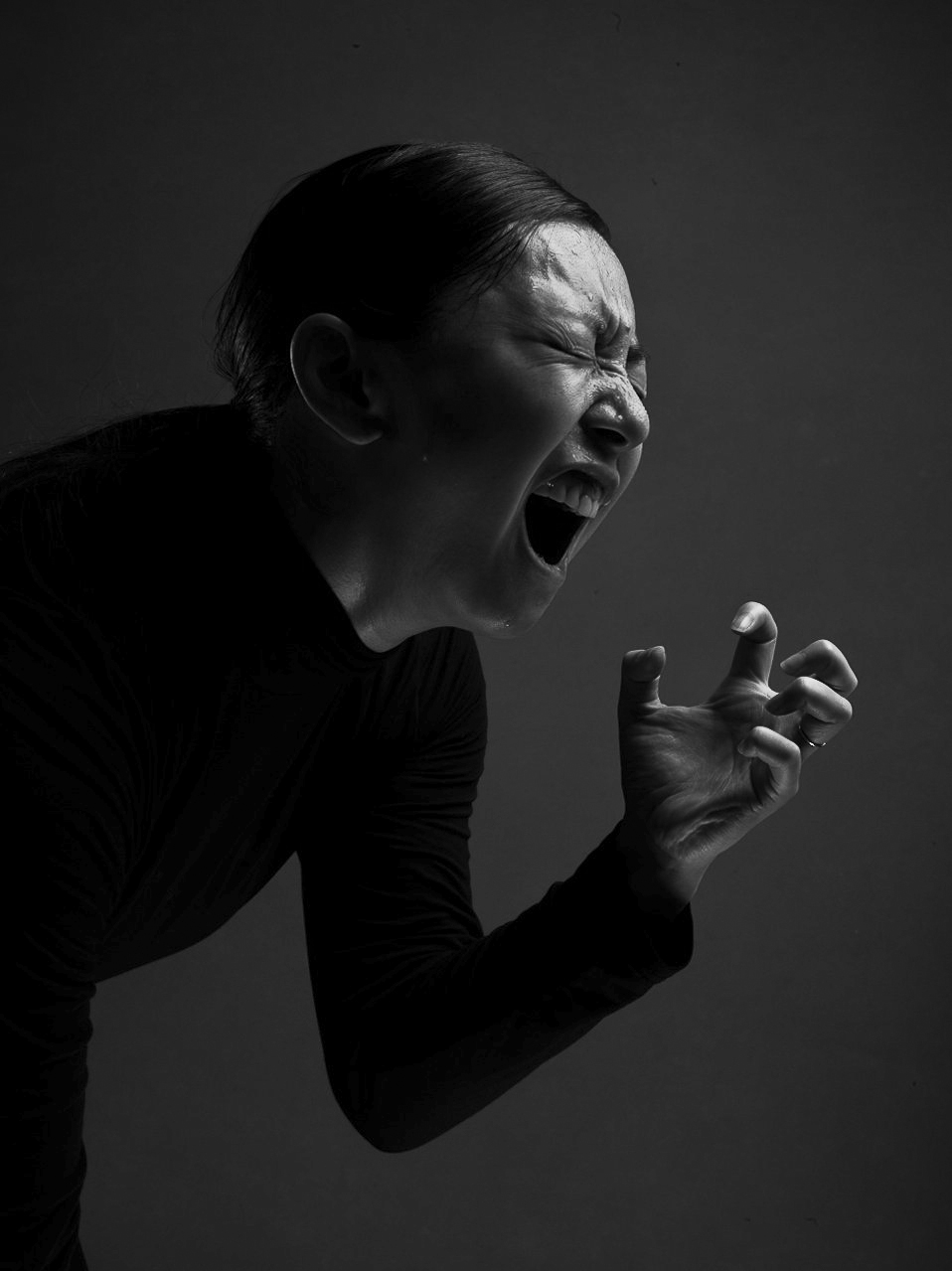 Maiko Ikegaki in Tres Mort - Tremor at Howl Happening for Vangeline Theater in 2015. Photo by Celeste Sloman.