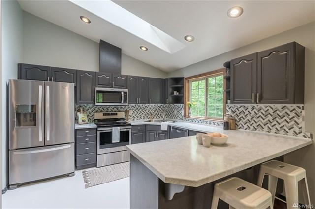 2366 Burk kitchen.jpeg