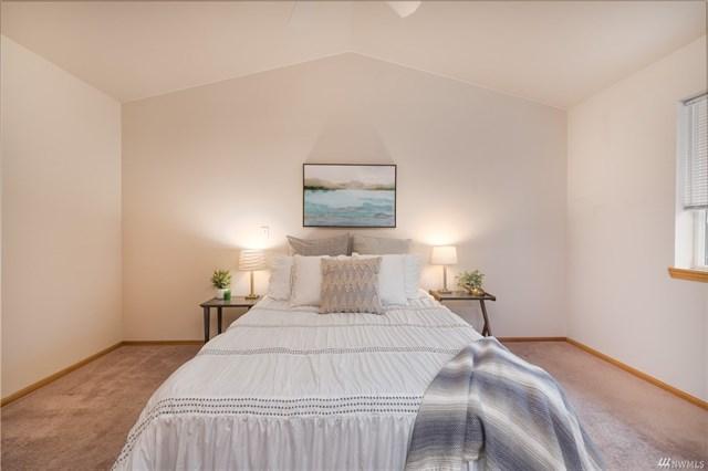 3025 Racine bed.jpeg