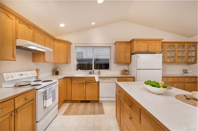 3025 Racine kitchen.jpeg