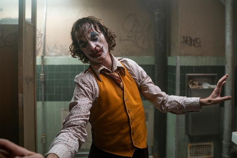 https___hypebeast.com_image_2019_10_joker-opening-weekend-93-million-earning-box-office-1.jpg