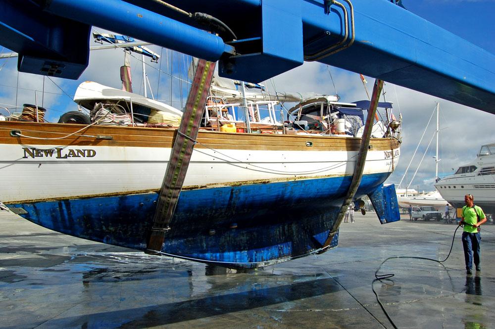 Newland in travel lift Gold Coast City Marina