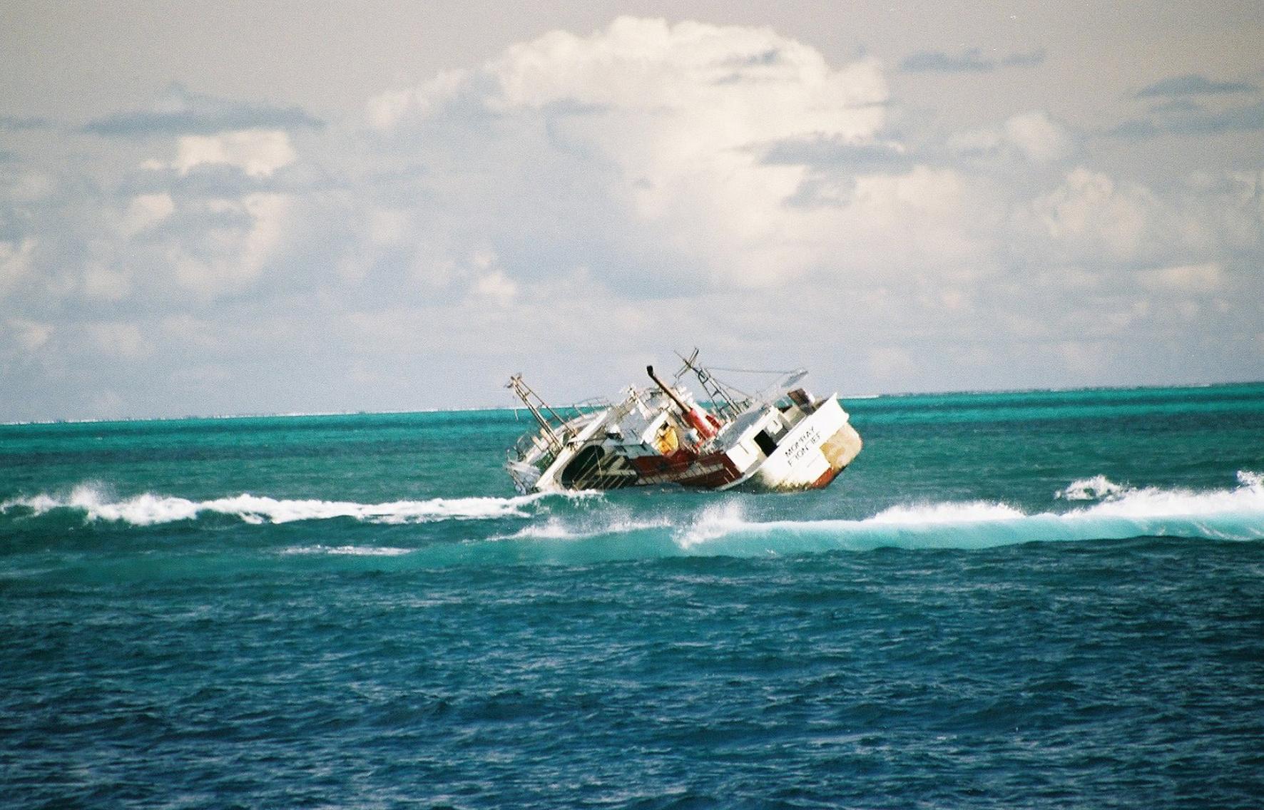 Middleton Reef wrecked trawler