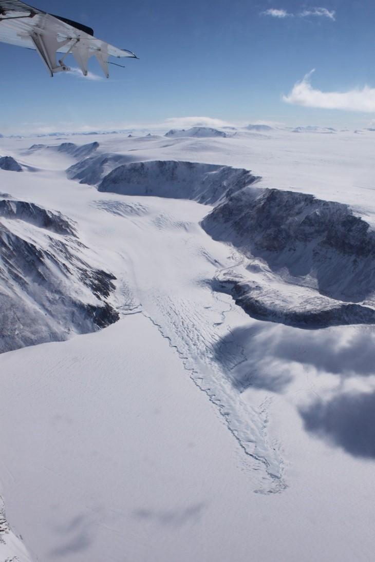 Glacier tongue floating on Lake Radok.jpg