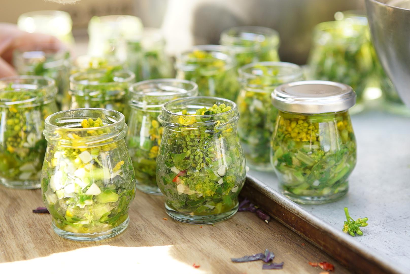 3.HOME CANNINGホームキャニング - ・瓶詰めでどんな料理をしたか、おすすめの食べ方などをonlineコミュニティで共有。・おまかせ野菜セットをご自宅にお届け。・クラスでの経験をもとに自宅でも瓶詰めを楽しむことができ、日々の食卓に農園の食材が生かされます。