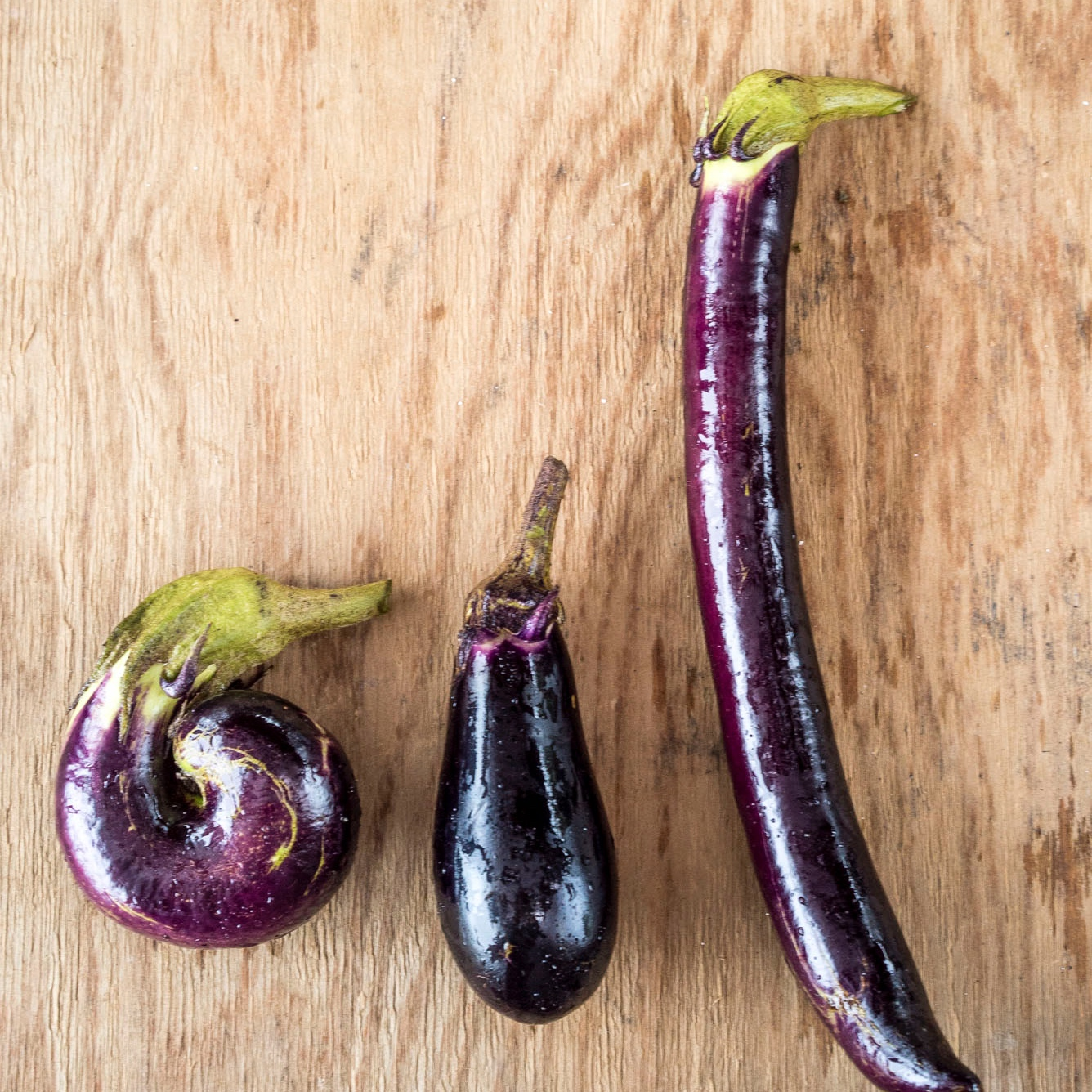 1.「もったいない野菜」を使う - 不揃いな色や形などが理由で市場に出せない有機野菜を生産者より購入。SDGsゴール12「持続可能な生産消費形態を確保する」