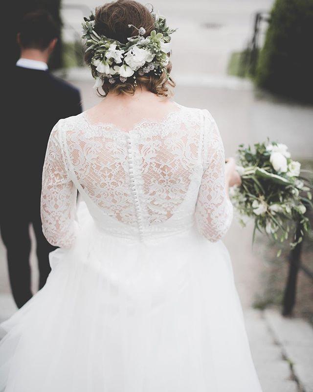 May was beauty🌿💭...& so was June. hey July! 👋🏻♡...can't wait to make some memories with you. #details. . . . . #bröllopsfotograf#bröllop#weddingphotography #weddinginspo#bride#groom#party#wedding #weddingdress#flowercrown #brollopsfotografer#memories #weekendvibes#summer#sommarbröllop #summerwedding#bröllopstockholm #happiness#beauty#dreamy #storiesbybettie
