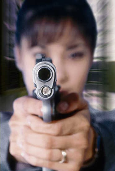 woman-pointing-gun-021.jpg