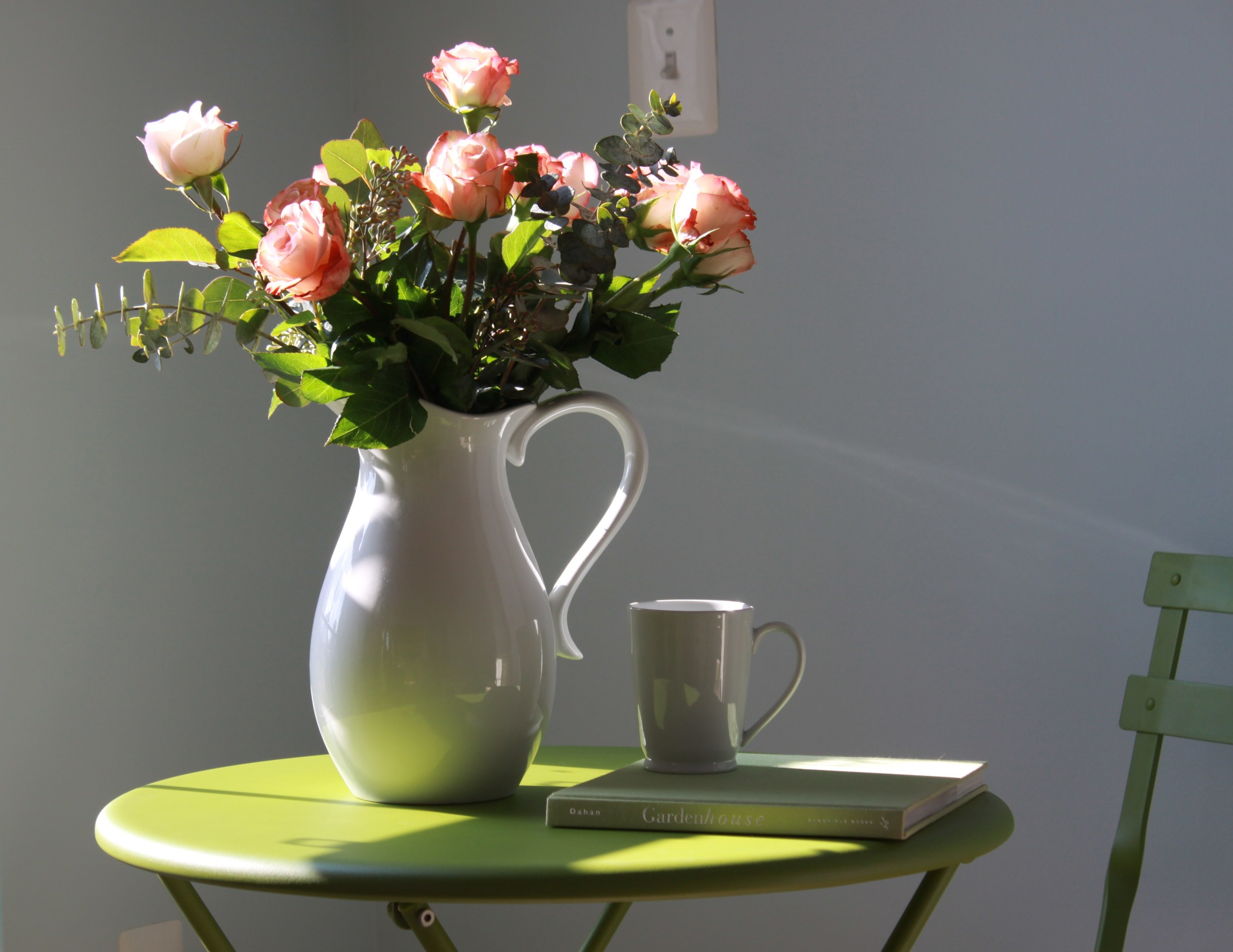 rose-quartz-vase-spring-decor.jpeg