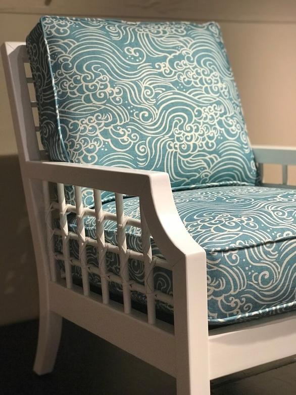 jennifer-lynn-interiors-dutchess-county-12401-design-home-trends-spring-printed-blue-chair
