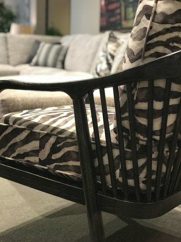 jennifer-lynn-interiors-dutchess-county-12401-design-home-trends-spring-printed-black-armchair