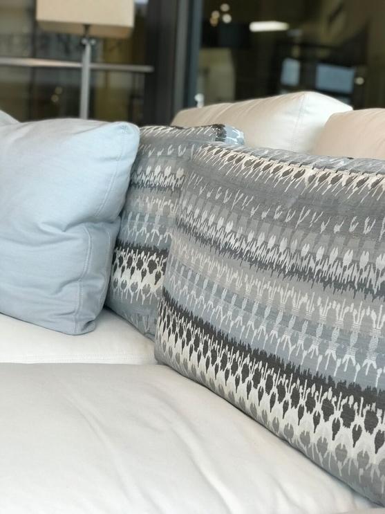 jennifer-lynn-interiors-dutchess-county-12401-design-home-trends-spring-pillow-pattern