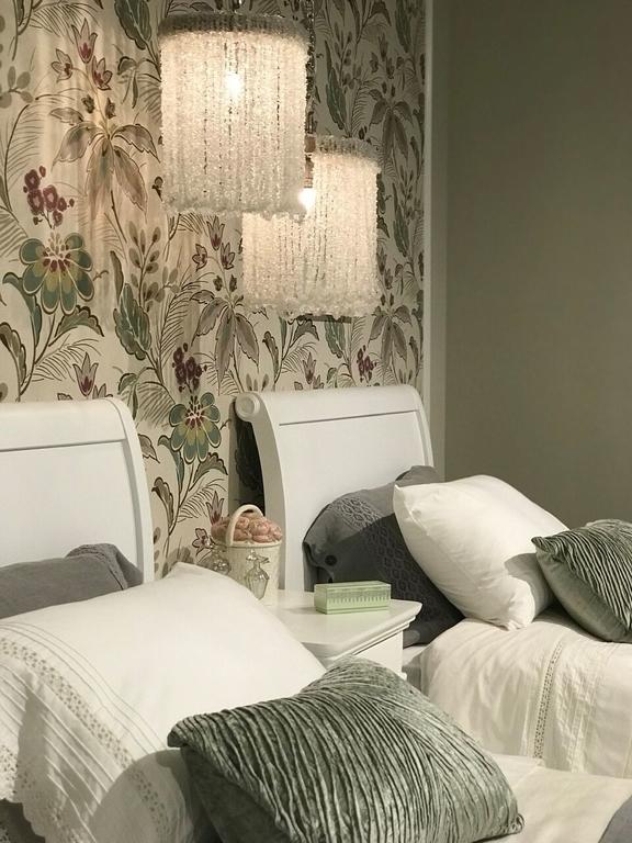 jennifer-lynn-interiors-dutchess-county-12401-design-home-trends-spring-pillow-fabric