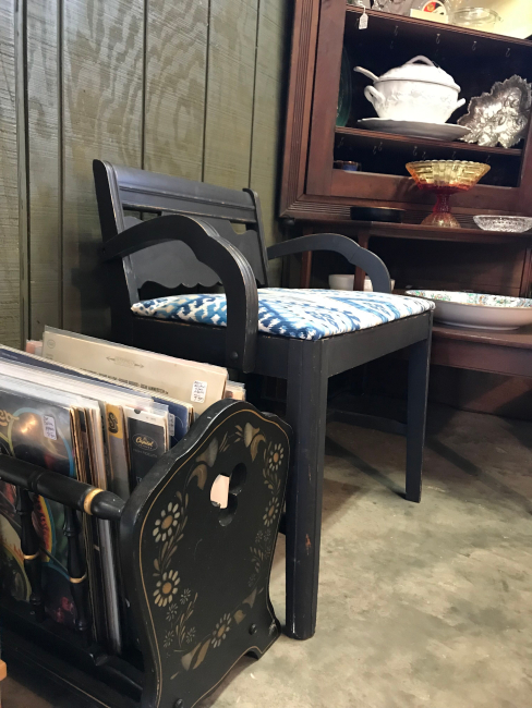 jennifer-lynn-interiors-12401-inspiration-kingston-ny-antique-wooden-chair