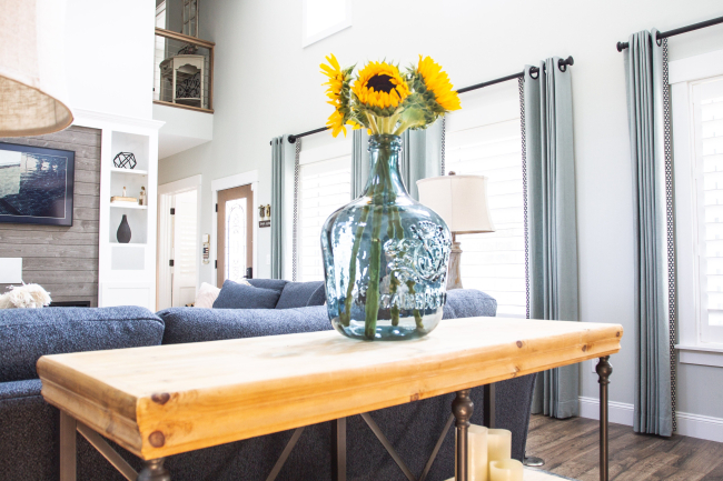 jennifer-lynn-interiors-12401-inspiration-kingston-ny-sunflowers-glass-vase