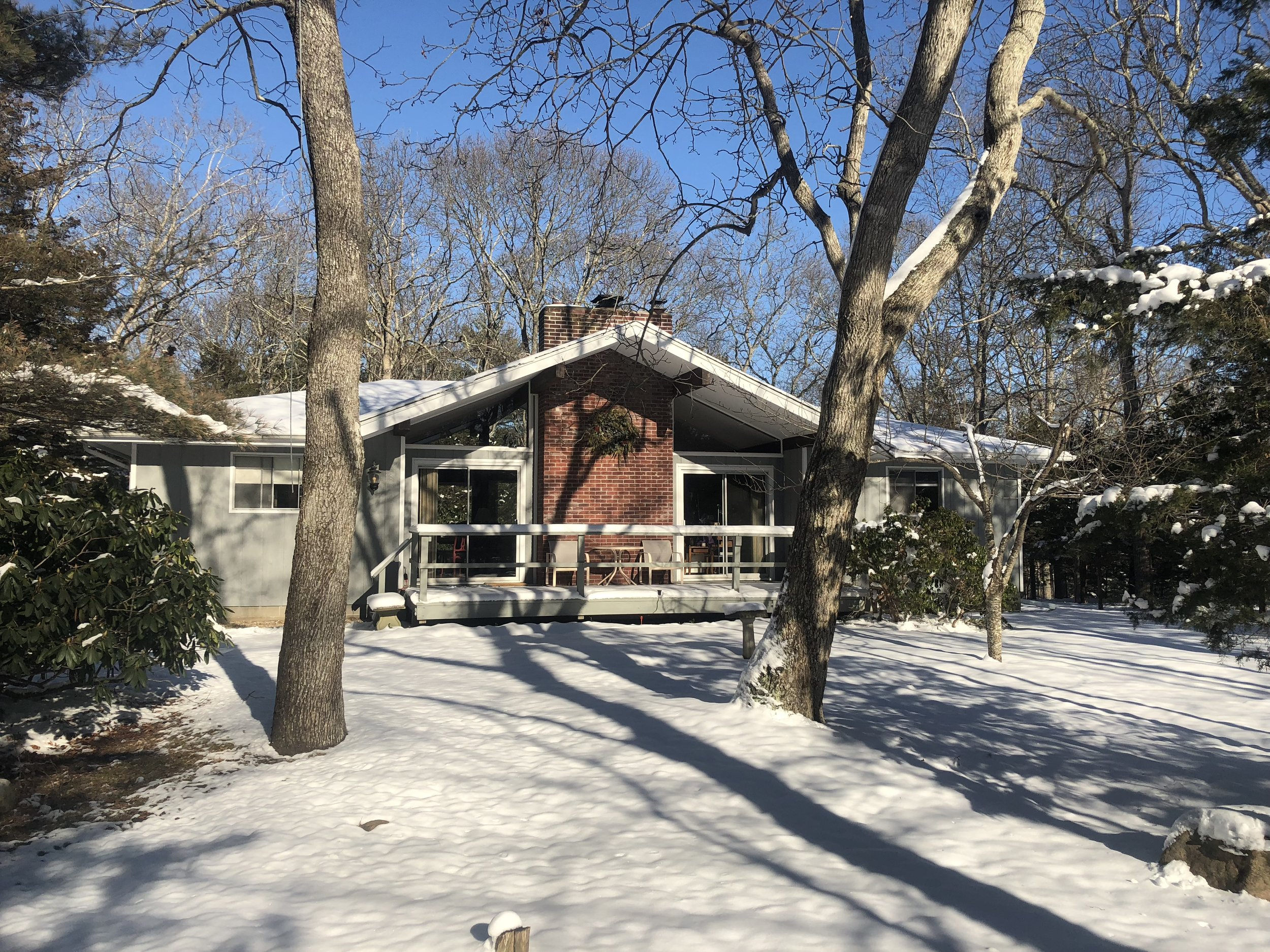 The tranquil cottage is near beautiful bay beaches and nestled in Settlers Landing, an area where over 200 acres are reserved for wildlife.