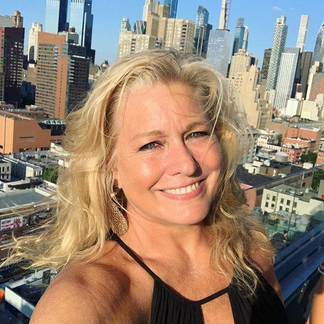 #Glowgirl Friday in #NYC @bethwilsonparentice . . . . . . #appreciation #gratitude #wellness #wellnessblogger #manifest #bodypositive #curvy #supermodelemme #selflove #love #joy #smile #retreat #retreatrestorereturn #beyourself #womenempowerment #instagood #style #fashionwithoutlimits #spa #success #goals #wellness #nevergiveup #manifest #fifty #fortyandfabulous #aarp