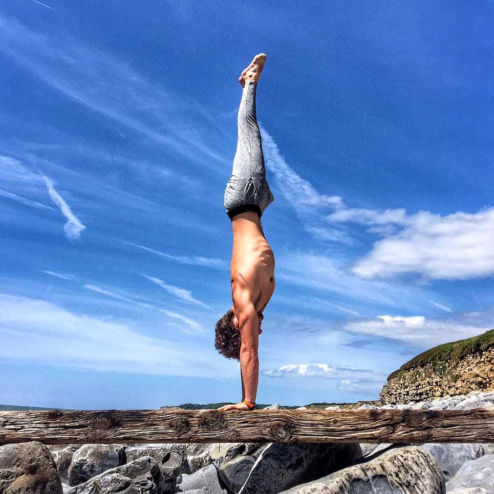 DCM Lifestyle & Yoga Handstand