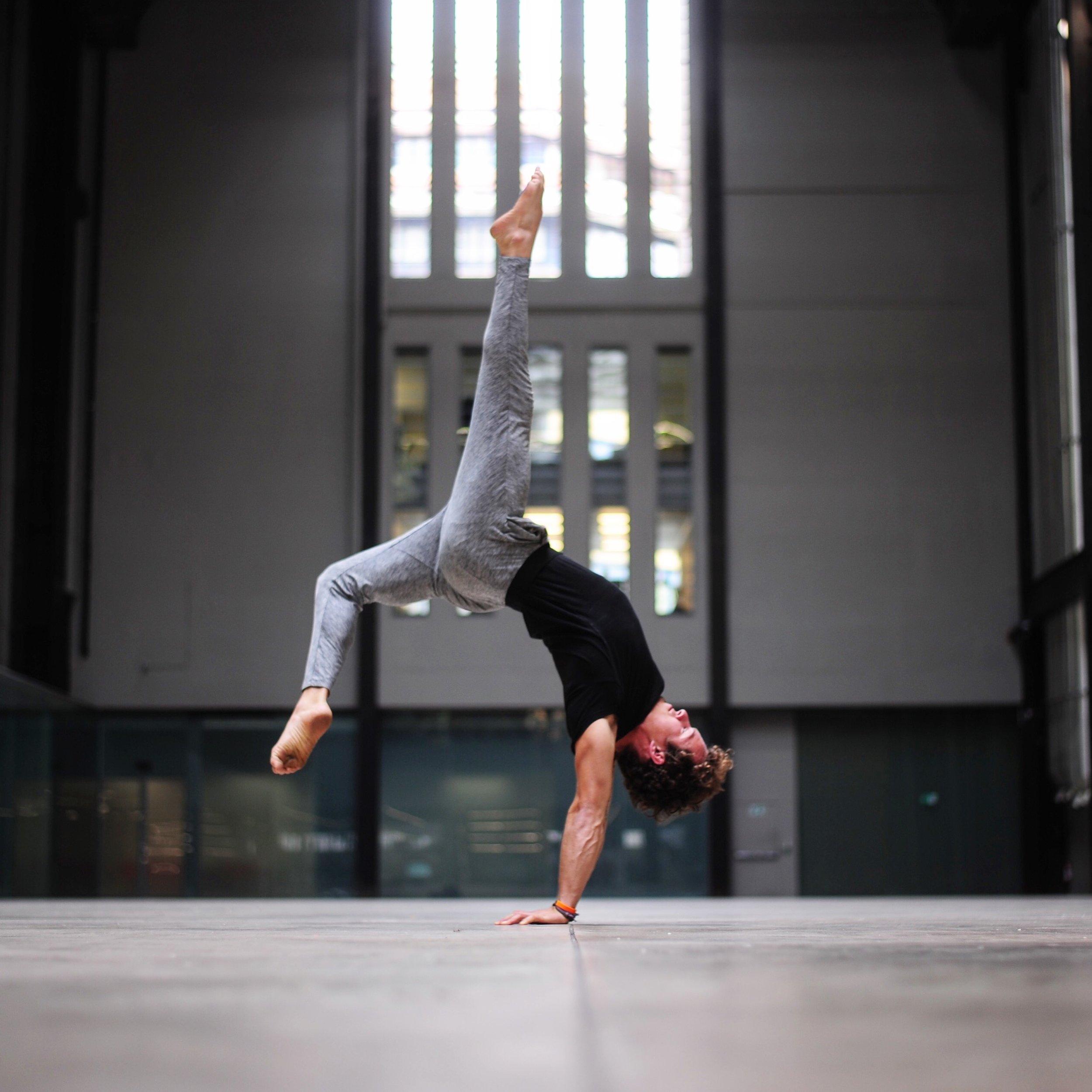 DCM Lifestyle & Yoga Inversion Workshops Sweden