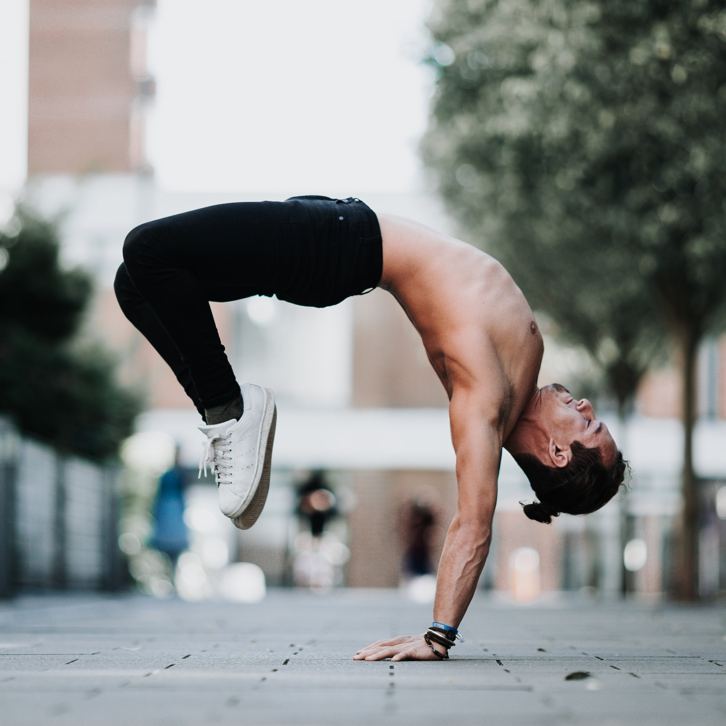 DAN MORGAN | DCMLIFESTYLE & YOGA | HOLLOWBACK HANDSTAND