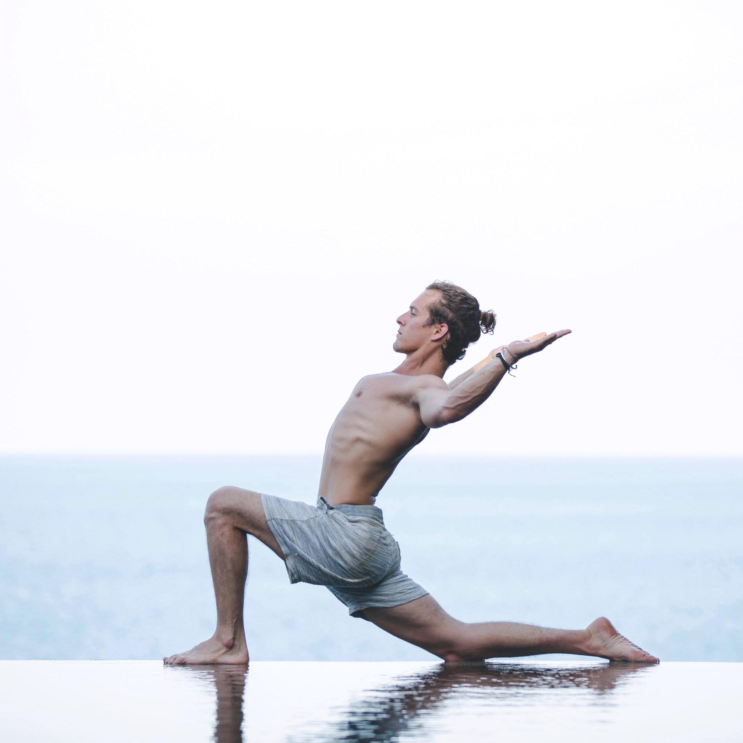 Daniel Morgan Yoga | DCMLifestyle & Yoga | Lunge