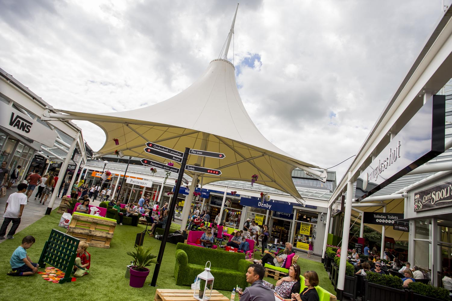 McArthurGlen Designer Outlet Bridgend launches Festival of Summer - Summer garden.JPG