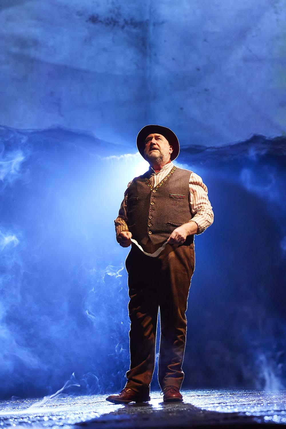 Bob Fox as The Song Man in War Horse Photos by Brinkhoff & Mo êgenburg