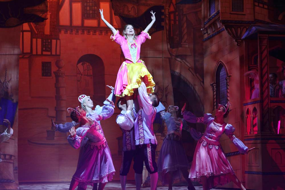Naomi Slights and ensembl e  in  Beauty and The Beast  at Cardiff's New Theatre from December 8 2018 - January 13 2019. All Photographs by Brian Tarr.