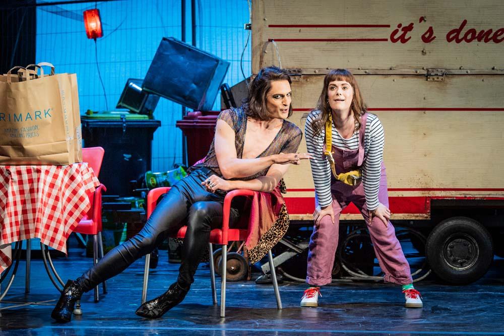 Quirijn de Lang (Malatesta) & Harriet Eyley (Norina) in the Welsh National Opera's presentation of the comic opera, Don Pasquale Photo credit Robert Workman