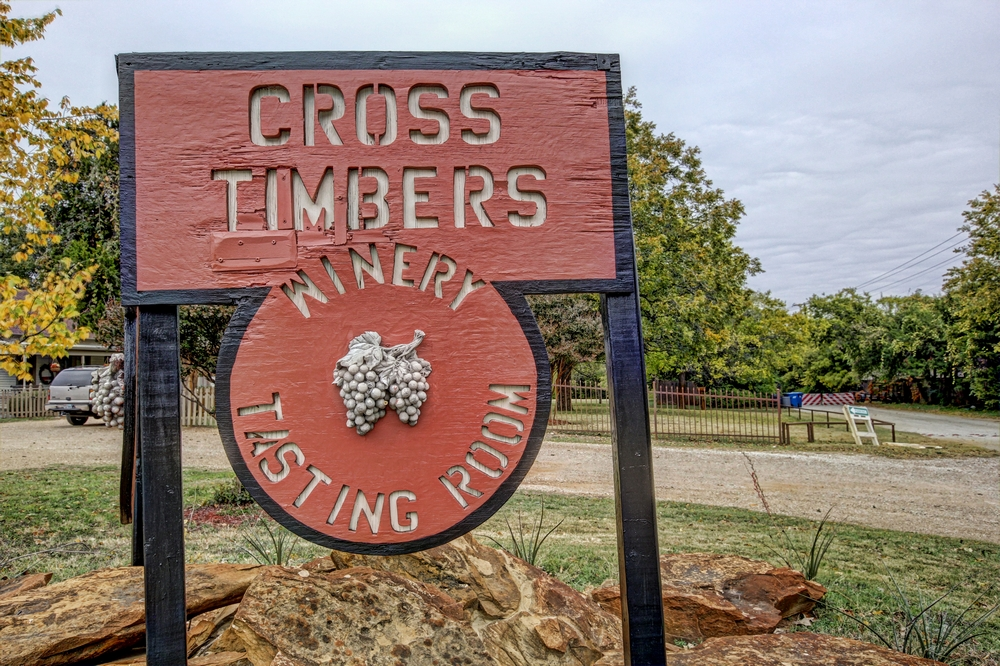 cross-timber-winery-welcome-sign.jpg