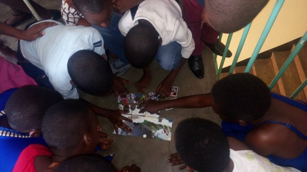 Practical Session in a Bible Club – Rwanda