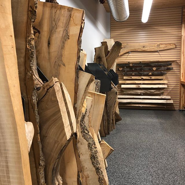 We have some great new stock over @superiorlumber to check out. many art pieces and wall hangers along with medium and large slabs, much more behind the senes.. #liveedgeslabs #supportsmallbusiness #urbanlogging #creative #fallishere